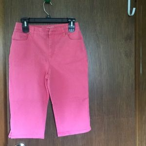 Capris 8 Petite  worn 3 time in great condition